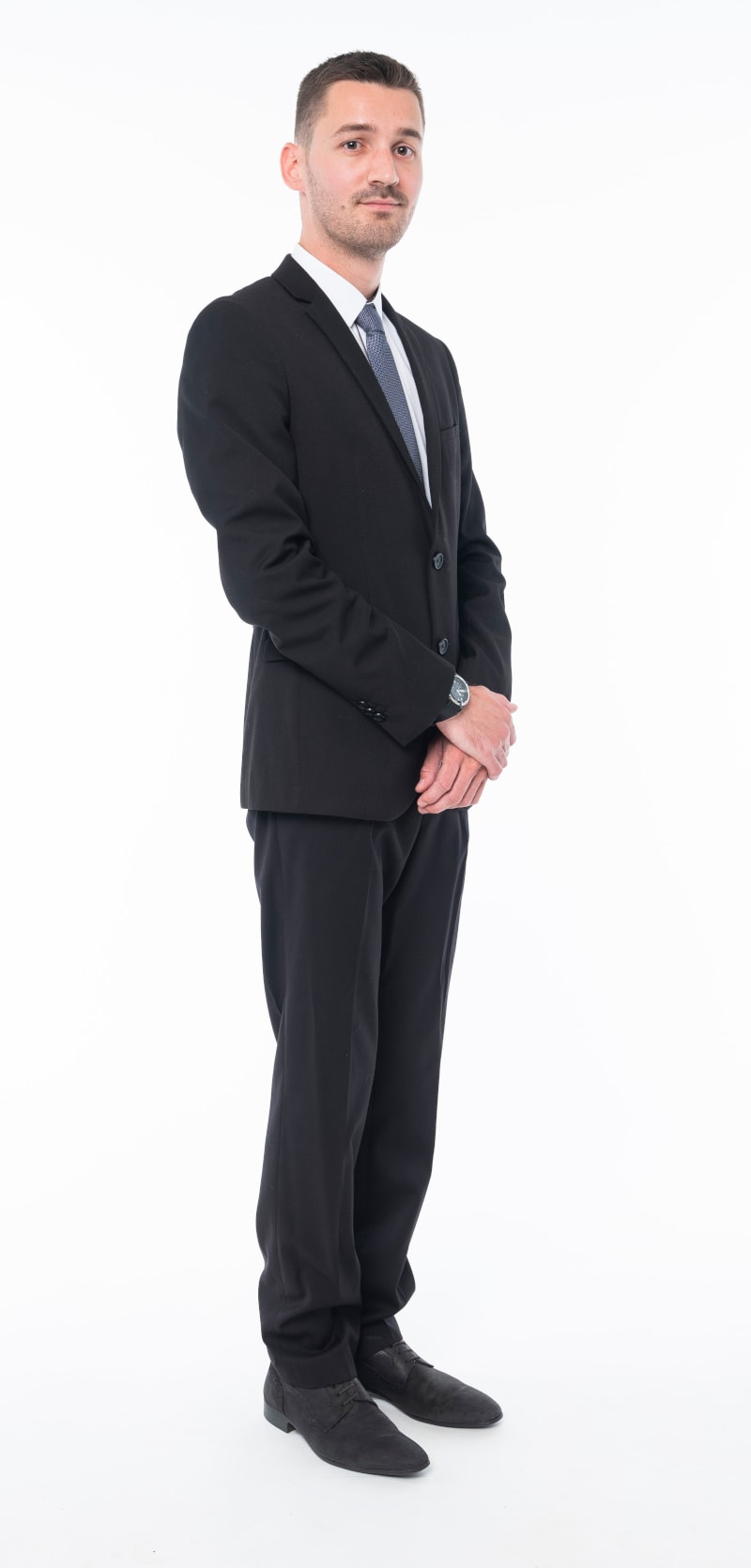 Costume noir chemise blanche 2