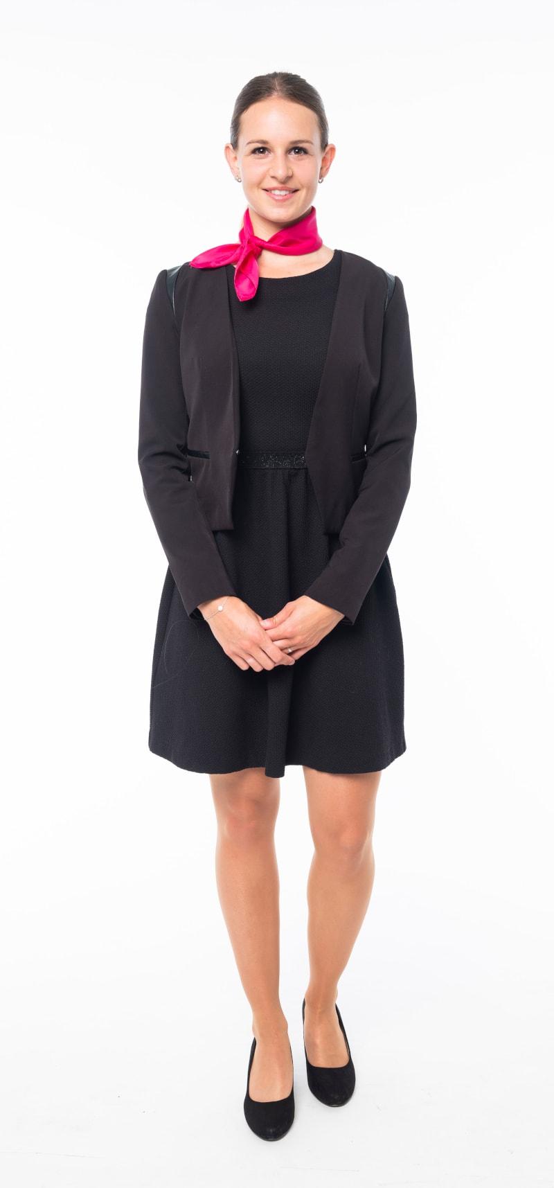 Robe noire cintrée veste noire ajustée
